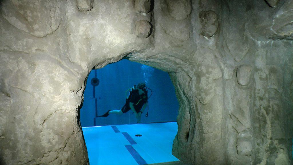 Grotta con rocce artificiali