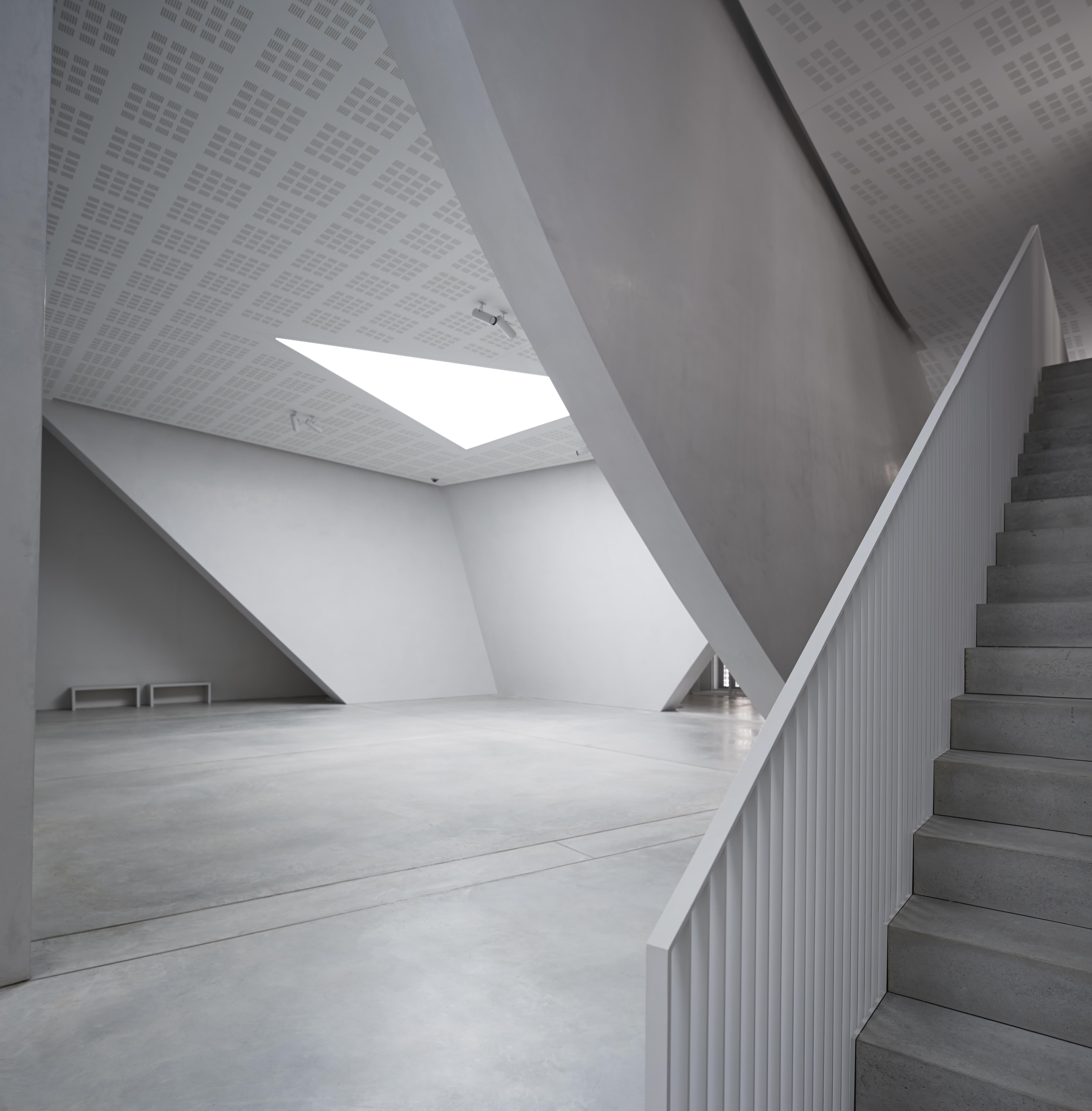 Tadao ando endeavors al tokyo national art center for Tadao ando venezia