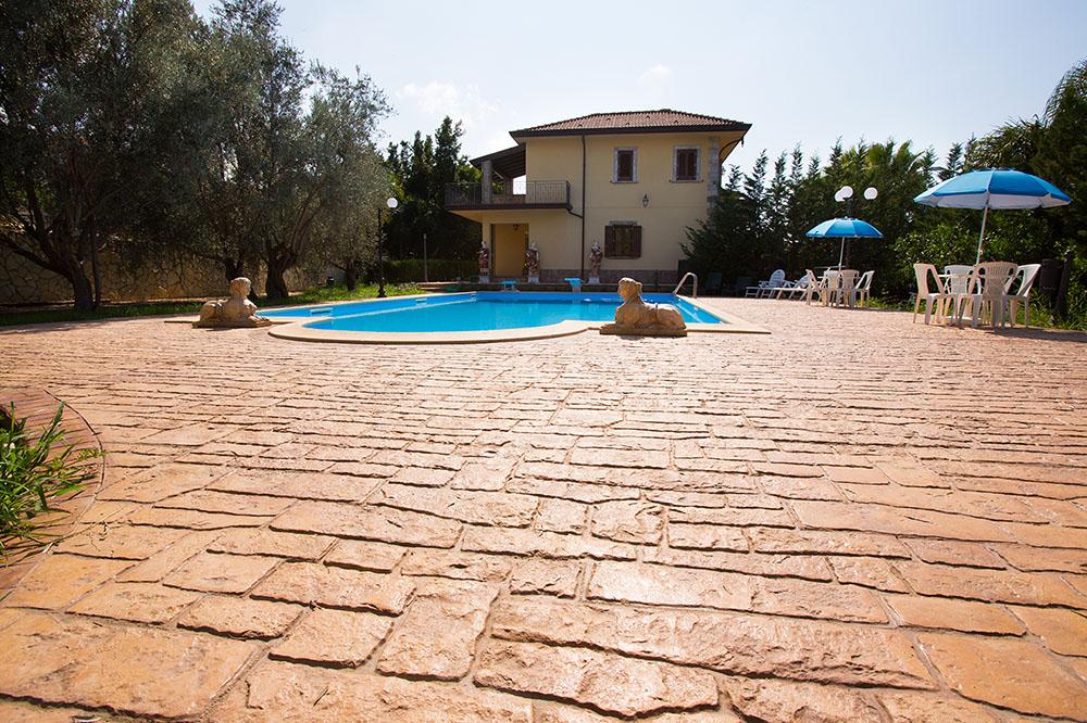Calcestruzzo Stampato Per Esterni : Pavimento in cemento stampato per esterni idealwork pavimenti e