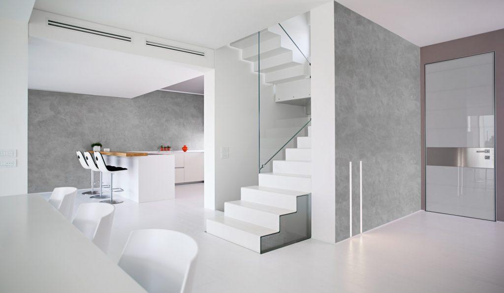 Casa con scale, mobili e pavimento in cemento