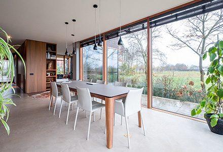 Idee di pavimenti e rivestimenti per ristrutturare il soggiorno