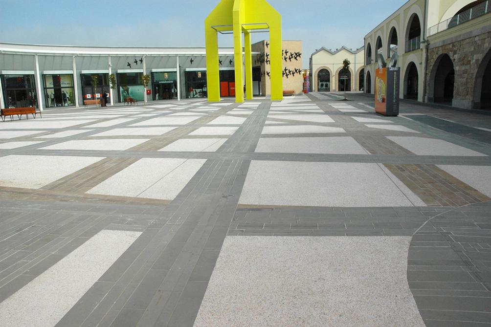 outlet village pavimento esterno
